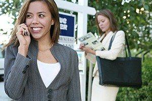 agent-receiving-call